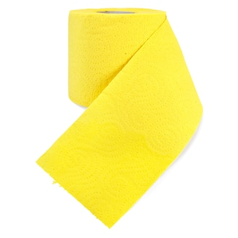 Eine rolle toilettenpapier gelb mit perforation isoliert auf weißem hintergrund