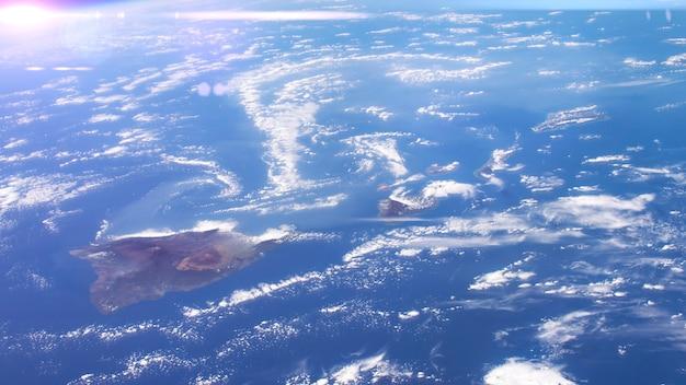 Eine satellitenansicht der erdoberfläche, wettervorhersagekonzept.