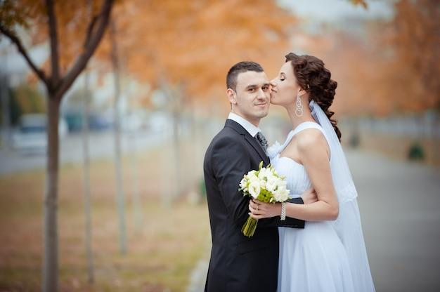 Eine schöne braut und bräutigam