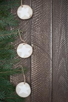 Eine seite des weihnachtsbaumes