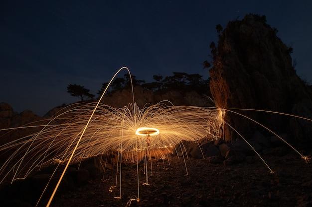 Eine stahlwolle aus einem stein spinnen