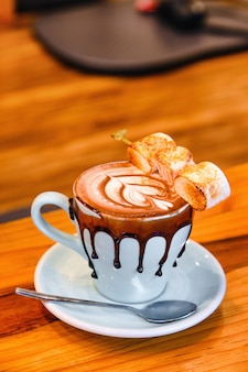 Eine tasse moccha-kaffee