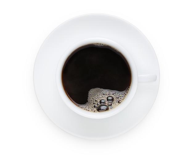 Eine tasse schwarzen kaffee oder heiße kaffeetasse auf lokalisiertem und weißem hintergrund mit beschneidungspfad