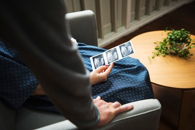 Eine trimester schwangere frau
