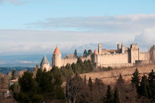Eine ummauerte mittelalterliche stadt