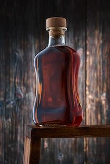 Eine volle flasche whisky