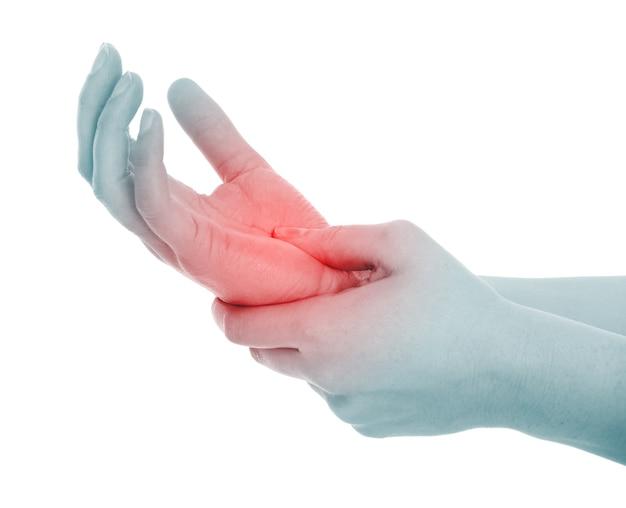 Eine weibliche handfläche mit schmerzen über weiß
