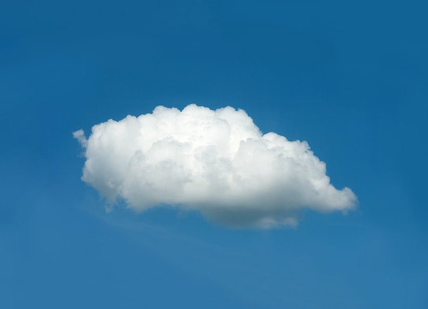 Eine weiße wolke im blauen himmel