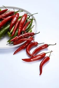 Eine zusammensetzung aus roten und grünen chilischoten