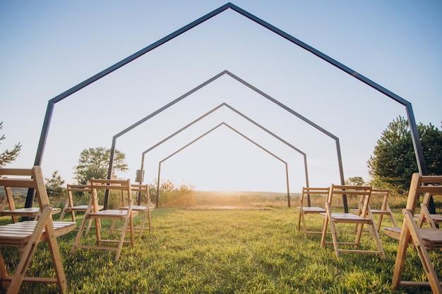 Einfach dekorierter ort für verlobung