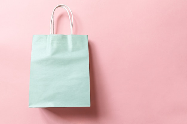 Einfach minimale design-einkaufstasche lokalisiert auf rosa pastellhintergrund