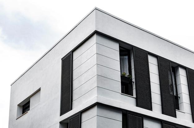 Einfache betonkonstruktion in der stadt