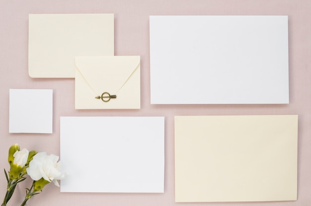 Einfache hochzeit briefpapier set draufsicht