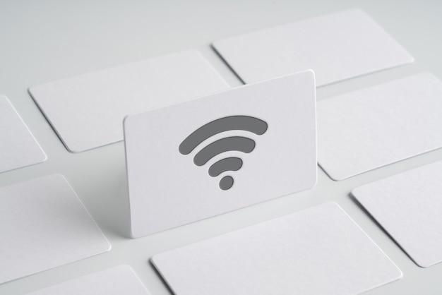 Einfache namenskarte mit cloud-technologie-symbol auf monotonem hintergrund für globales geschäftskonzept