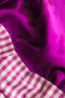 Einfacher und karierter mustertextilhintergrund
