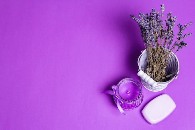 Einfarbiges lavendel-spa-konzept Premium Fotos