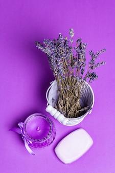 Einfarbiges lavendel-spa-konzept