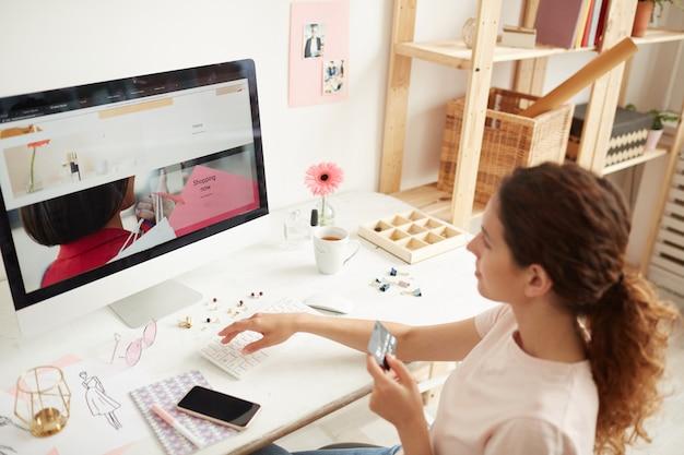 Eingabe der kreditkartennummer auf der website