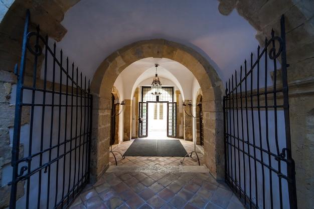 Eingang des jüdischen bades in ortigia