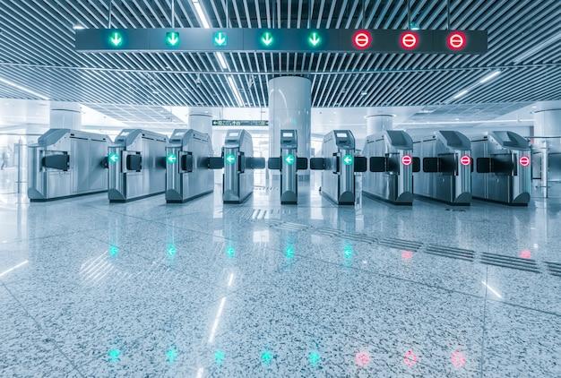 Eingang des metrobahnhofs für krüppel.