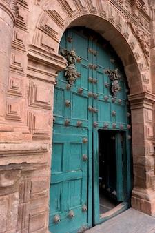 Eingang von templo de la compania de jesus, cuzco, peru
