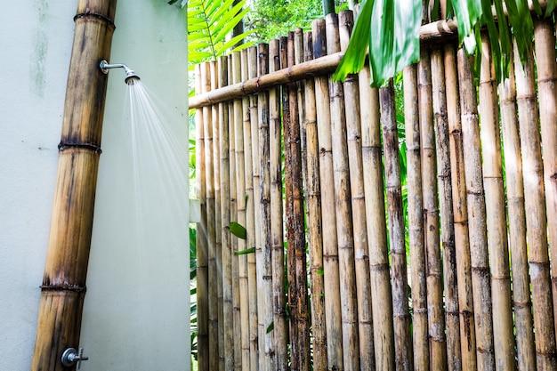 Eingang zu einem bambus-dusche