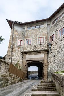 Eingang zum kapuzinerkloster von salzburg