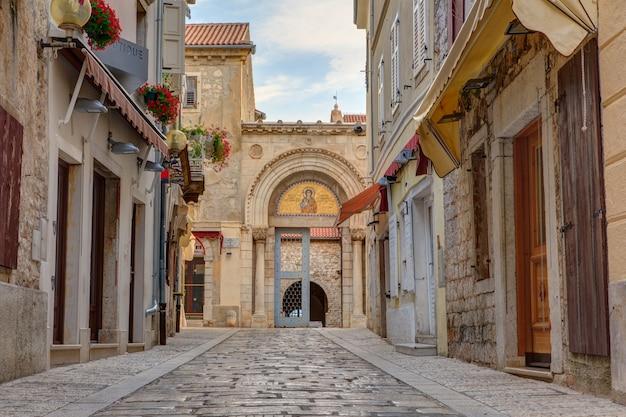 Eingangsportal der euphrasius-basilika, porec