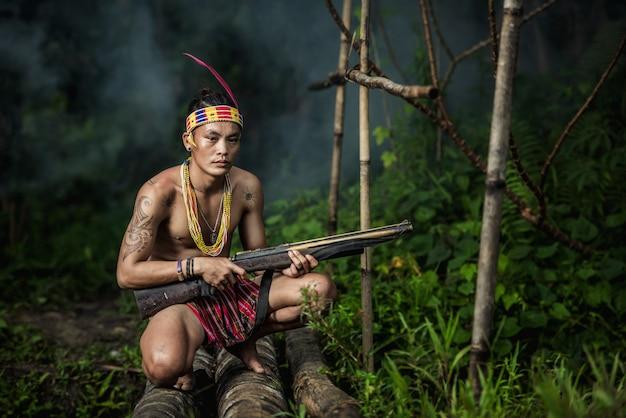 Eingeborene einwohner ethnisch von den inseln in muara siberut bei westsumatra, siberut-insel, indonesien.