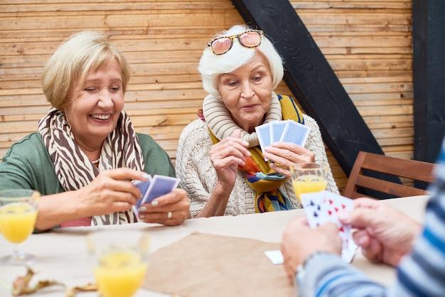 Eingehüllt in poker spielen