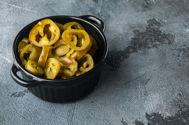 Eingelegte oder eingemachte jalapeno-paprika