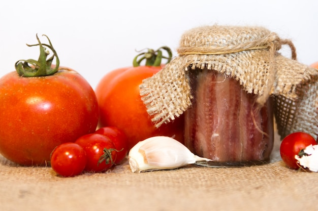 Eingelegte sardellen mit rosmarin zitronenessig und tomaten