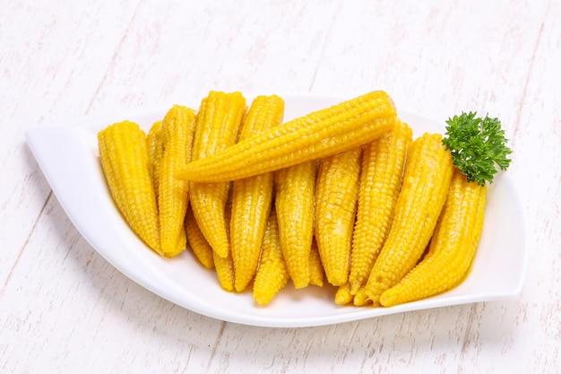 Eingelegter maiskölbchen