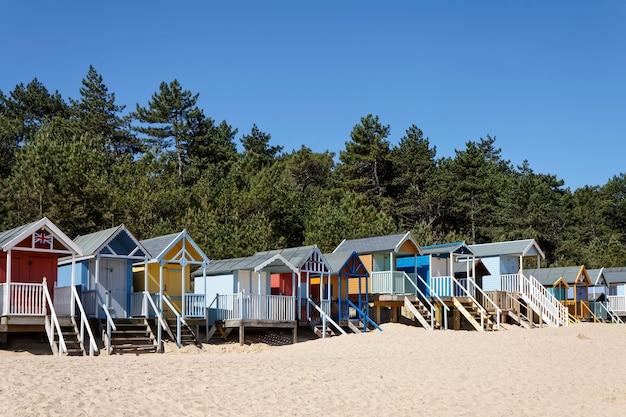 Einige bunte strandhütten in wells next the sea norfolk