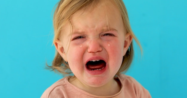 Einjähriges baby weint