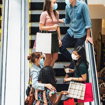 Einkaufen im einkaufszentrum in der neuen normalität