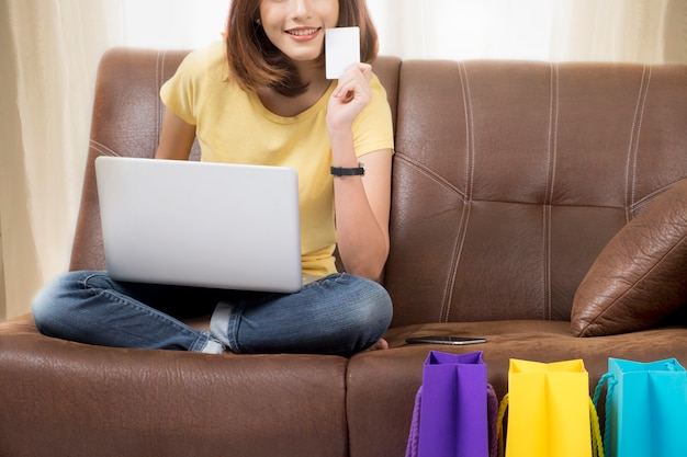Einkaufen online-konzept.