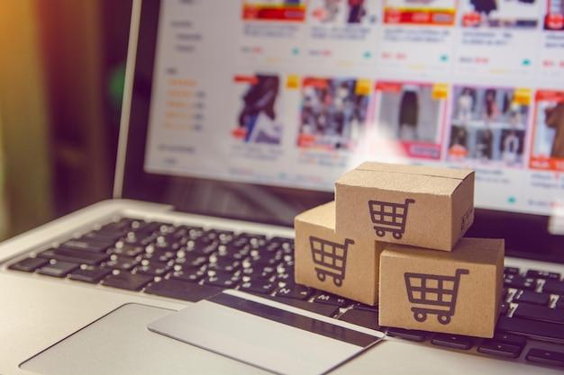 Einkaufsservice im internet mit zahlung per kreditkarte und lieferung nach hause