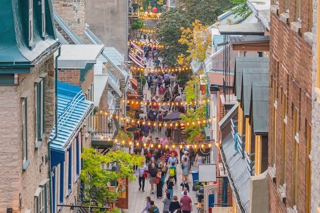 Einkaufsstraße in der altstadt von quebec city, quebec, kanada.