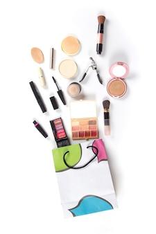 Einkaufstasche mit den kosmetik eingestellt, lokalisiert auf weißem hintergrund