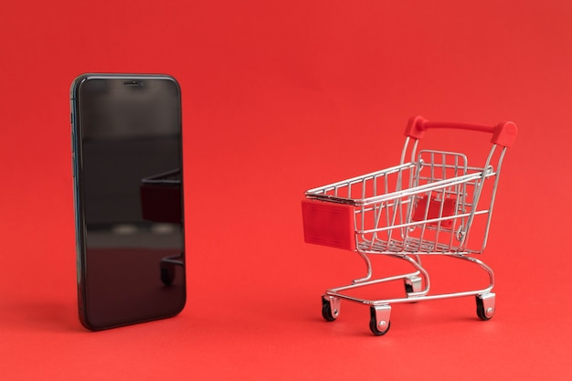 Einkaufswagen auf dem smartphone