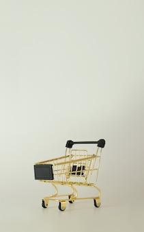 Einkaufswagen mit freiem platz für text black friday konzept sale deal und discountcopy space
