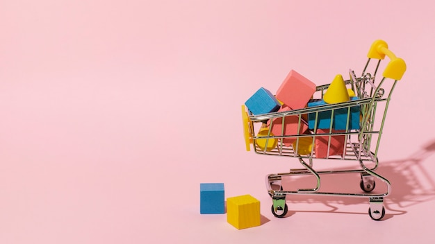 Einkaufswagen mit holzelementen