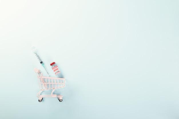 Einkaufswagen mit impfstofffläschchenflaschen für das reservierungskonzept für impfimpfstoffe