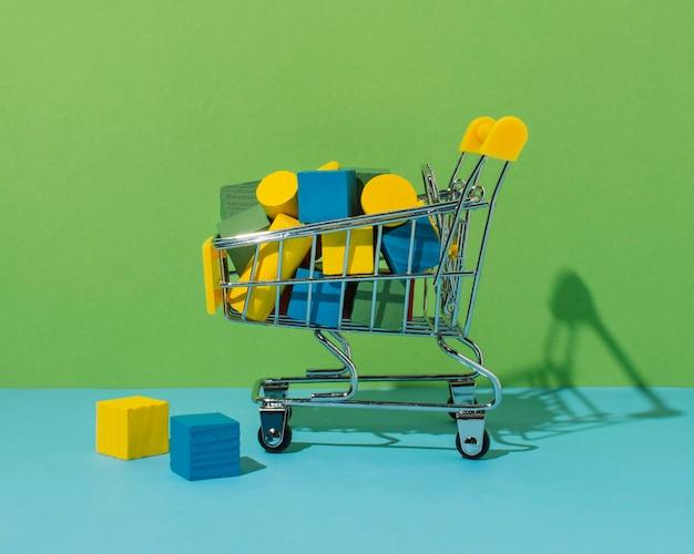 Einkaufswagen mit würfel und zylinder