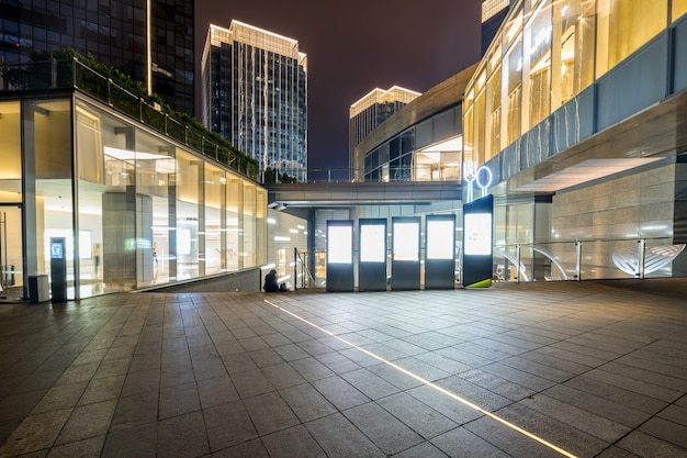 Einkaufszentrumgebäude nachts, chongqing financial city, china