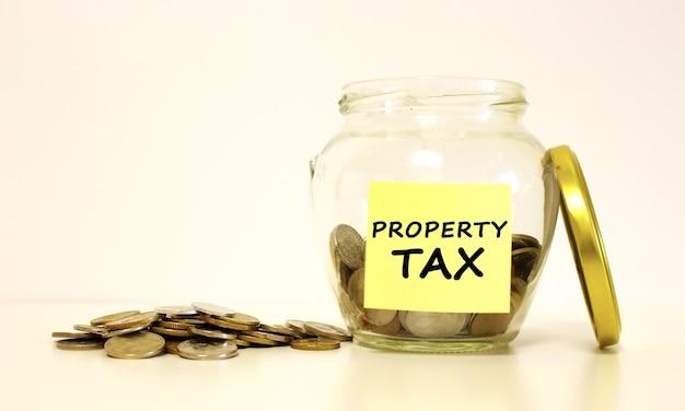 Einmachglas. die inschrift auf dem briefpapier property tax.