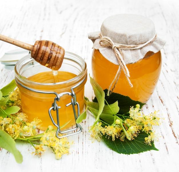 Einmachglas mit honig