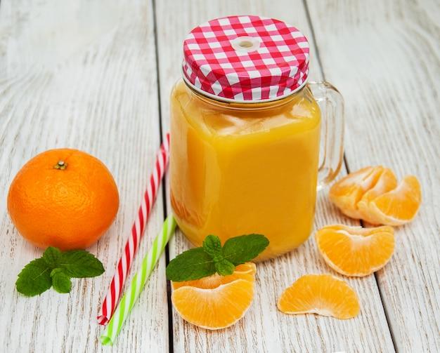 Einmachglas mit orangensaft