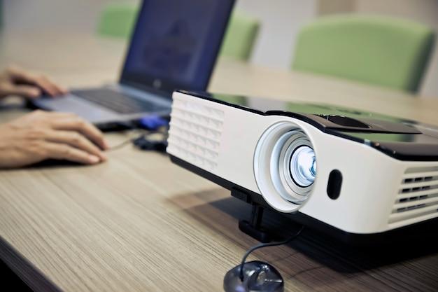Einrichtung und installation des projektors.